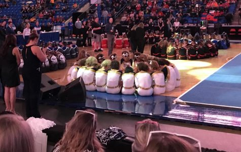 Lemont Cheer dominates state for the 6th time