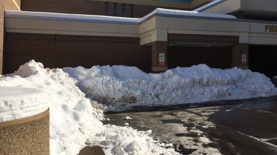 The+snow%2C+combined+with+the+ice%2C+would+have+allowed+for+the+parking+lot+to+become+nearly+impossible+to+drive+in+had+there+been+school+Feb.+9.