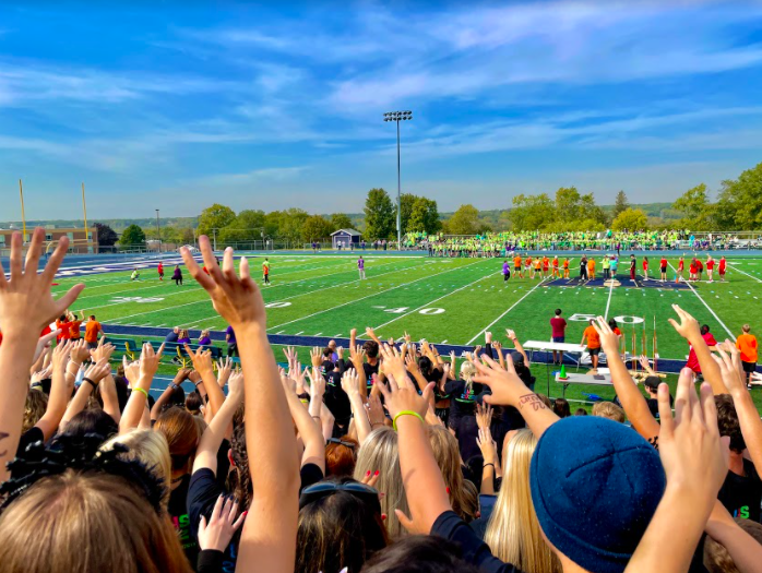 Students+celebrate+and+display+school+spirit+as+classes+compete.++